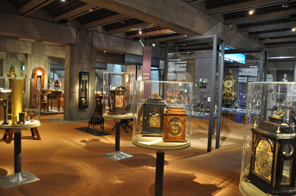 ジュラ地方、ラショードフォン、国際時計博物館など